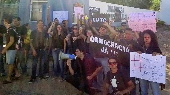 2014-12-07-ProtestonocampusUnimontesdeJanaba.jpg