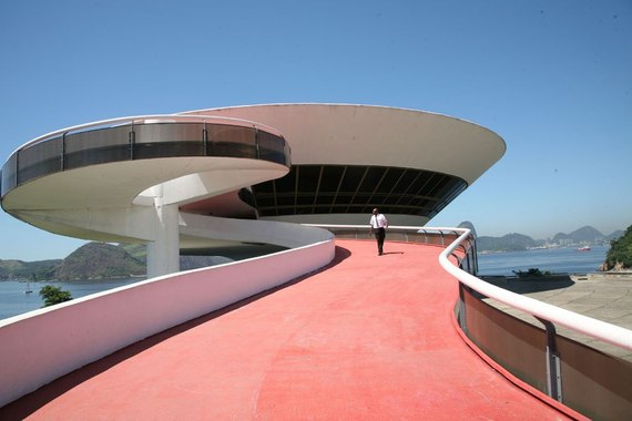 2014-12-08-item6.rendition.slideshowHorizontal.riodejanierotour07contemporaryartmuseumramp.jpg