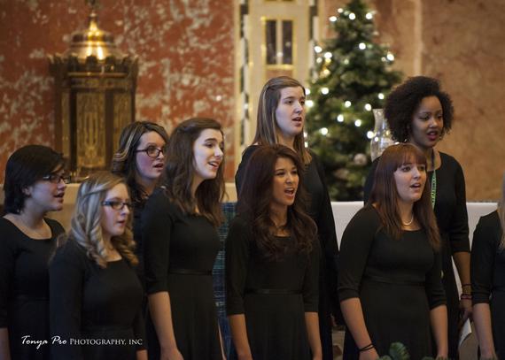 2014-12-11-HuffPost_Alverno_Christmasconcert.jpg