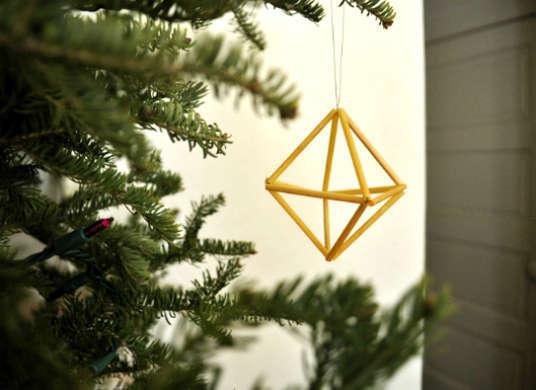 2014-12-12-Ornament_Straw.jpg