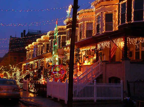 2014-12-12-XmasLightsStreets_2.jpeg