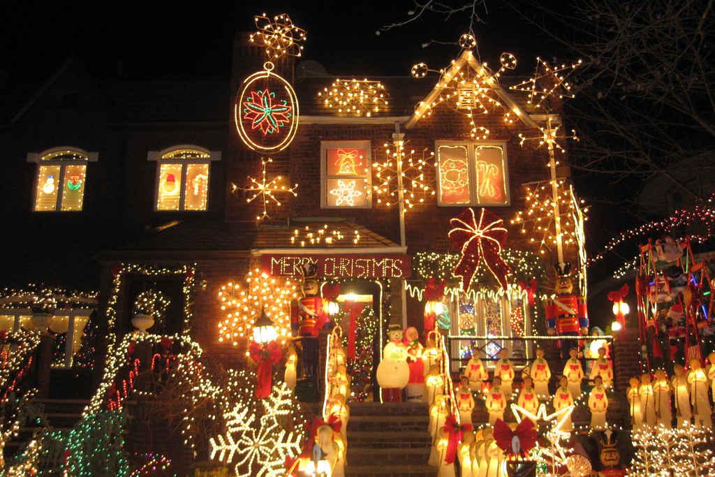 2014-12-12-XmasLightsStreets_3.jpeg - America's Best Streets For Christmas Lights HuffPost Life