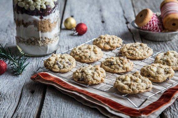 2014-12-13-cranberrywhitechocolatecookiesinajarphoto.jpg