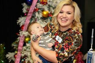 Kelly Clarkson Christmas Eve.A Sides With Jon Chattman Tis The Season For Kelly Clarkson To Be
