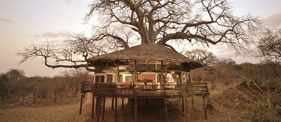 2014-12-17-treehouselitinside.jpg