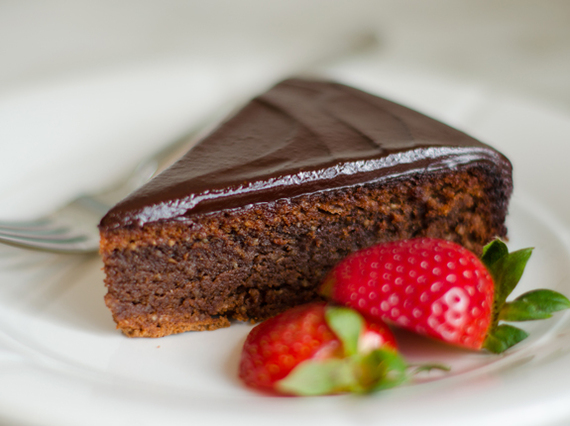 2014-12-20-flourlesschocolatealmondcake.jpg