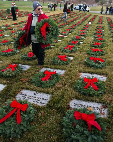 2014-12-21-wreaths_across_america2.jpg