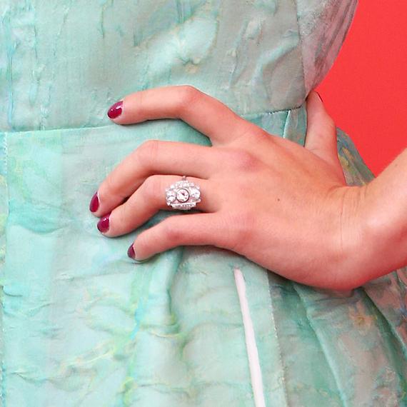engagement-ring-scarlett-johansson