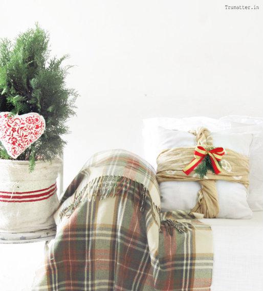 2014-12-23-Huffpost_Easydecoratingideas_Pillows.jpg