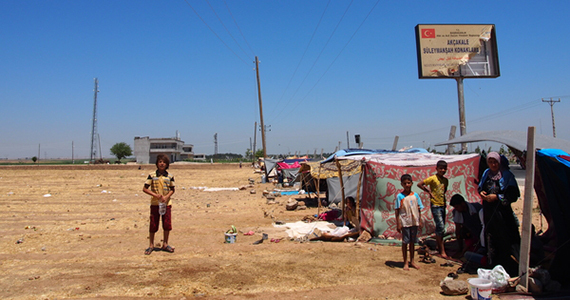 2014-12-25-HP_Outside_Ak_akale_refugee_camp_6.jpg
