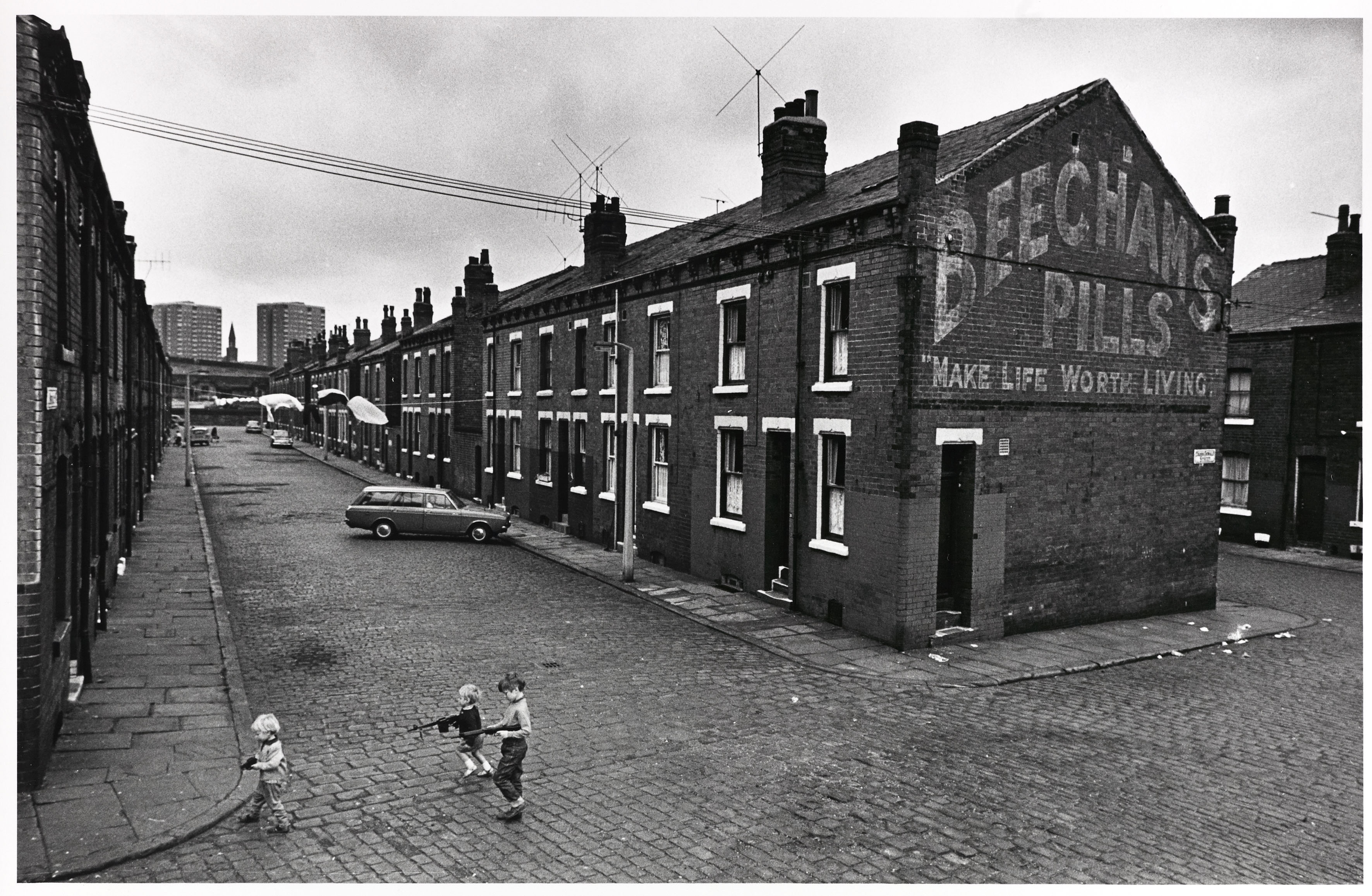 Impoverished housing in focus in photography exhibition at for 10 york terrace east london