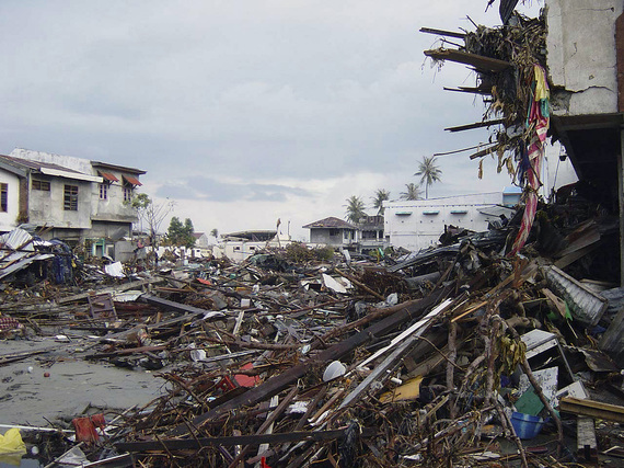 2015-01-01-Street_in_downtown_Banda_Aceh_after_2004_tsunami_DDSD0607374.JPEG