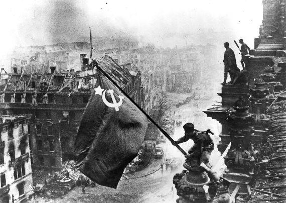 2015-01-06-Berlin1945_USSRflag.jpg
