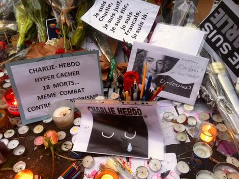 2015-01-12-VoltaireatCharlieHebdoMemorial.JPG