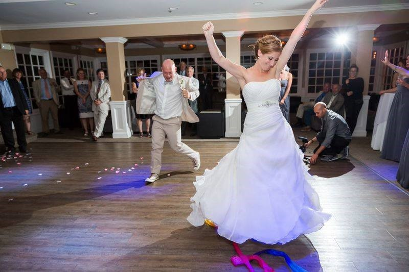How To Make Sure You Can Dance In Your Wedding Dress Huffpost Life