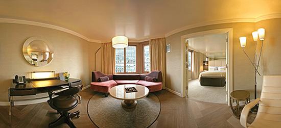 2015-01-19-TheLondon_hotel_roomHP.jpg