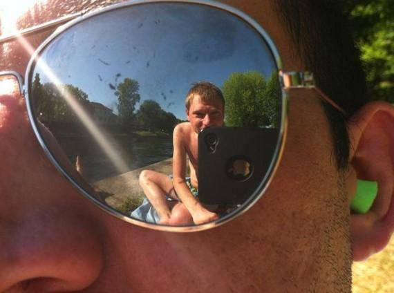2015-01-25-sunglassesreflectionalex620x462.jpg