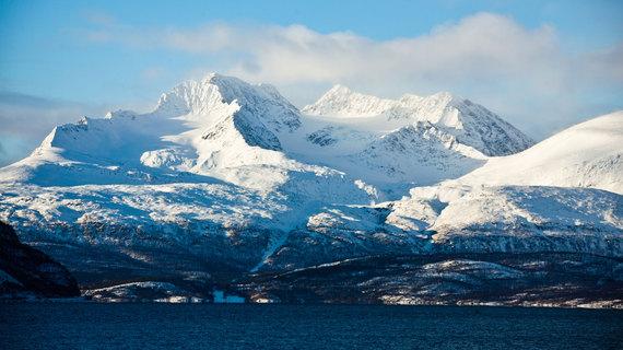 2015-01-26-LyngenfjordiStock_000021195721_Large.jpg