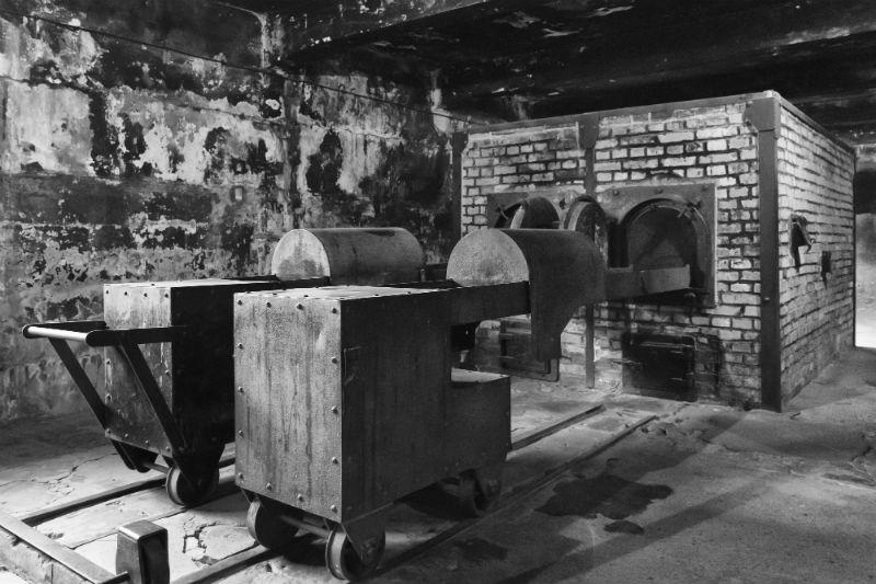 Auschwitz visite de l 39 horreur en photos for Auschwitz chambre a gaz