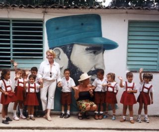 2015-01-28-KatewithCubanschoolchildren.jpg