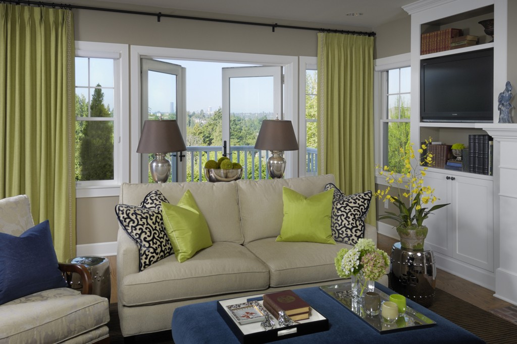 Battle of the interiors seahawks colors vs patriots colors huffpost for Green and blue living room decor
