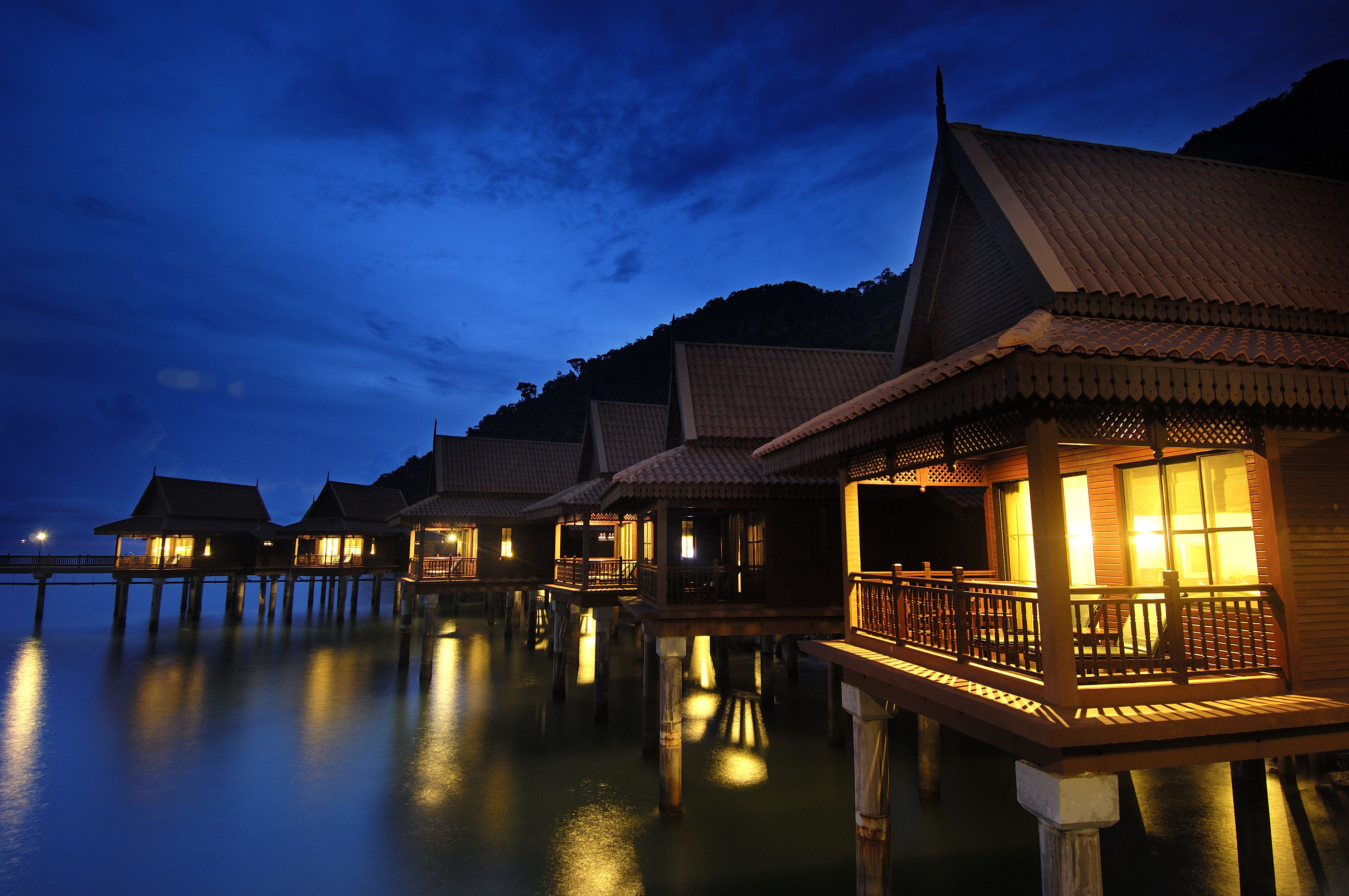 Nine Overwater Bungalows To Escape Your Winter Blues: Nine Overwater Bungalows To Escape Your Winter Blues