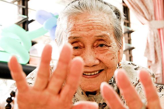 2015-02-01-oldwomanFechiFajardo.jpg