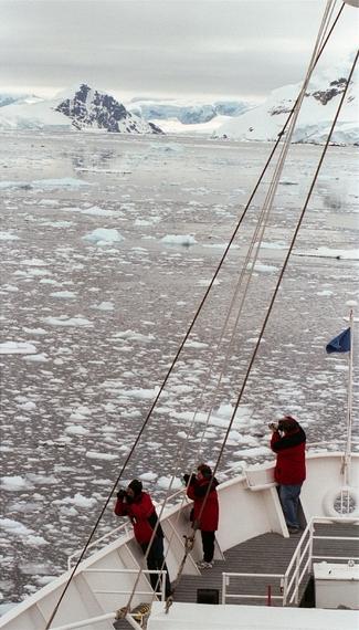 2015-02-02-Antarcticpassengersondeck.JPG