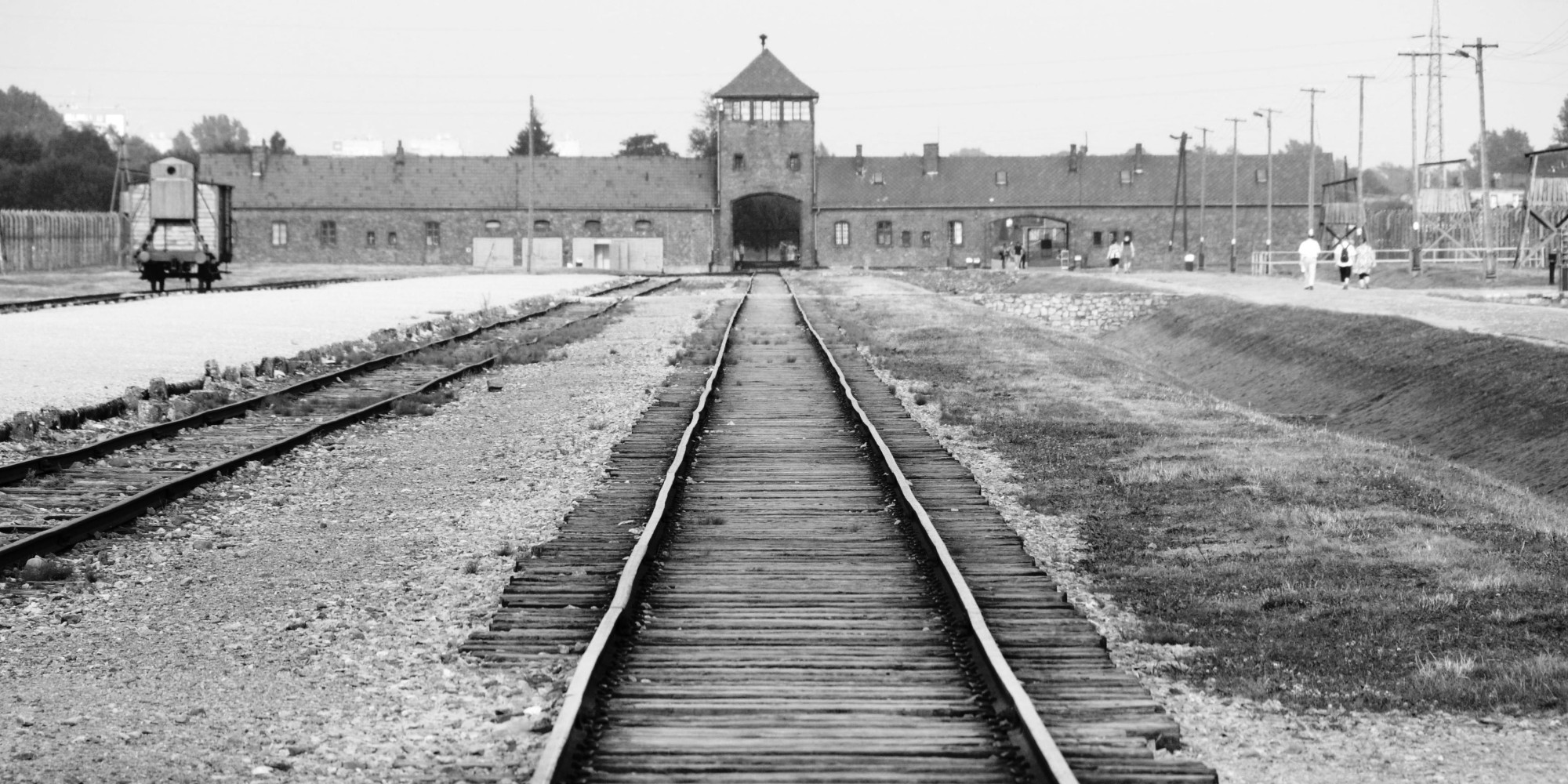 an argument that the holocaust should be named a genocide Discussion questions for genocide:  serbs' war against kosovar albanians should be considered a genocide  some of the major arguments of genocide deniers.