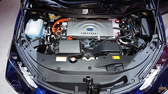 2015-02-04-15121ToyotaMiraiengine.jpg
