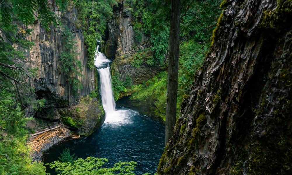 The west 39 s 9 most spectacular waterfall hikes huffpost for Most spectacular waterfalls