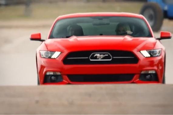 2015-02-15-FordpranksunsuspectingblinddateswithMustangGTandstuntdriver.jpg