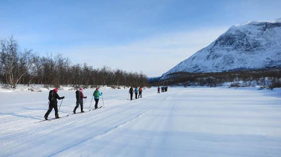 2015-02-16-Arctic_skiers_1_lores.jpg