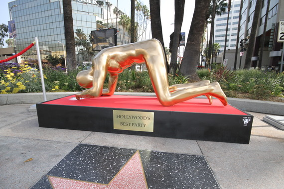 Coke Snorting Oscar Statue Kicked Off Hollywood Blvd Huffpost