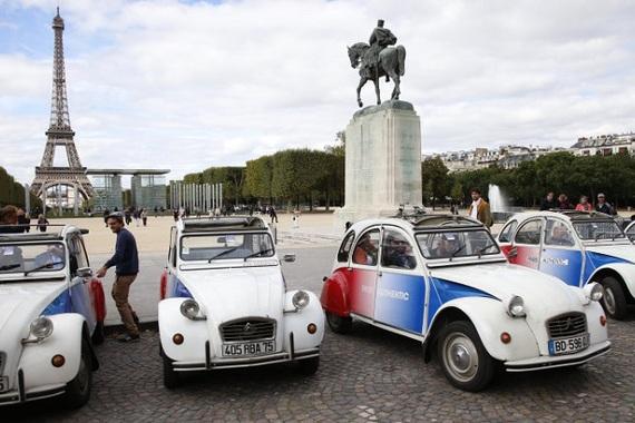 2015-02-20-20150220autoblog_Parismaybanoldcarsfromcitysroads.jpg