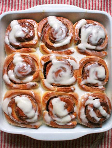 2015-02-23-purewow_cinnamon_rolls.jpg