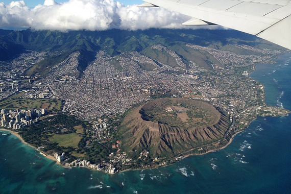 2015-02-25-HonoluluDiamondHeadAirplaneView.jpg