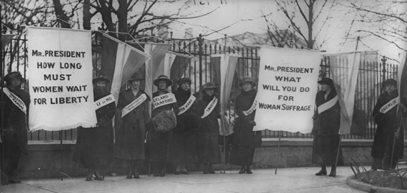 2015-03-02-WomensuffragistspicketinginfrontoftheWhiteHouse.jpg
