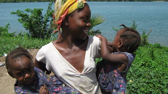 2015-03-03-1425403387-2283053-Liberiagirls_IWD.JPG