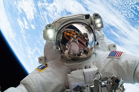 2015-03-04-1425501047-9806967-Astronaut_Mike_Hopkins_on_Dec._24_Spacewalk.jpg