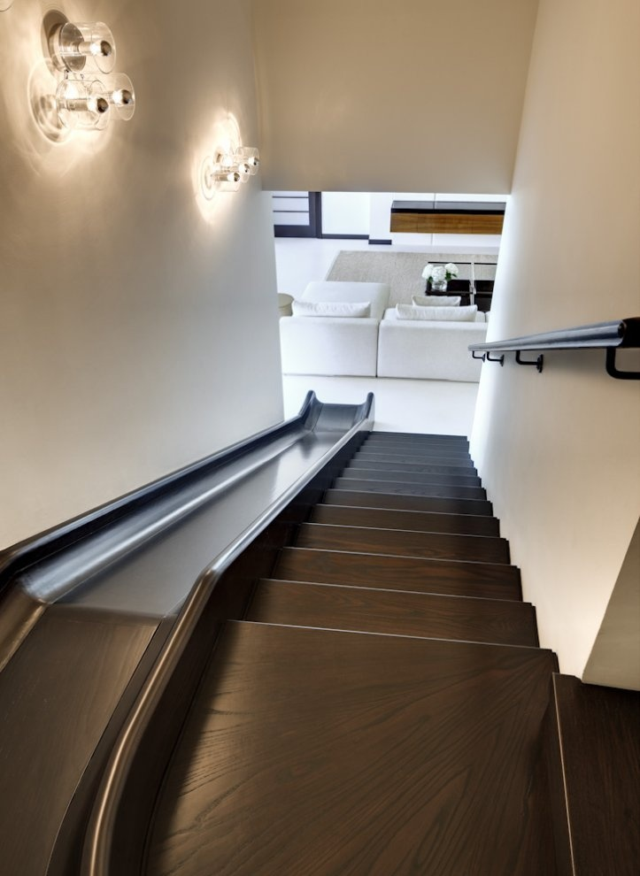 It 39 s official your home needs a slide huffpost for Toboggan escalier