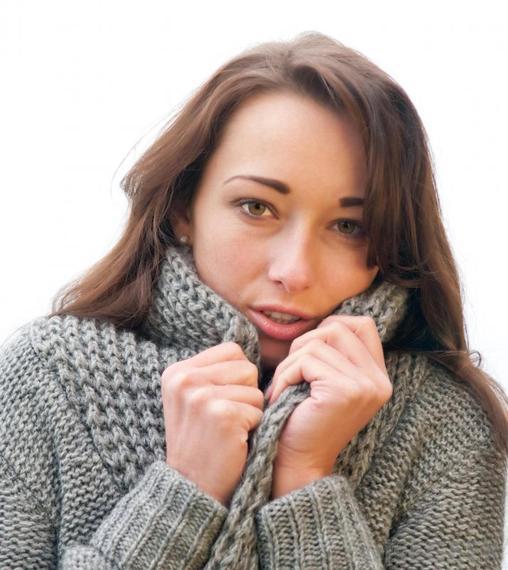 2015-03-13-1426217187-1970878-girlcoldinsweater.jpg