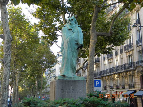 2015-03-16-1426528934-174261-Statue_of_BALZAC_made_by_RODIN_Paris.jpg