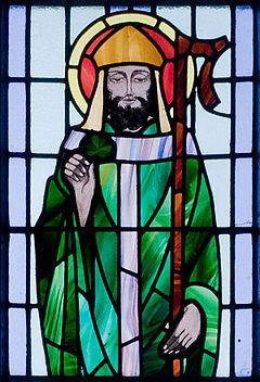 2015-03-17-1426577569-5649330-240pxKilbennan_St._Benins_Church_Window_St._Patrick_Detail_2010_09_16.jpg