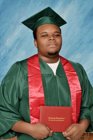 2015-03-18-1426654490-4790103-140818michaelbrowngraduationjms2128_e9443531d58b213656488e4ce6d17a4f1.jpg