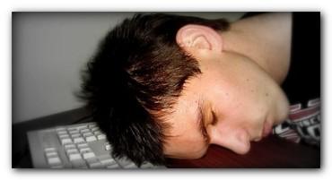 2015-03-18-1426702737-2165828-sleepdeprivationfatigue.jpg