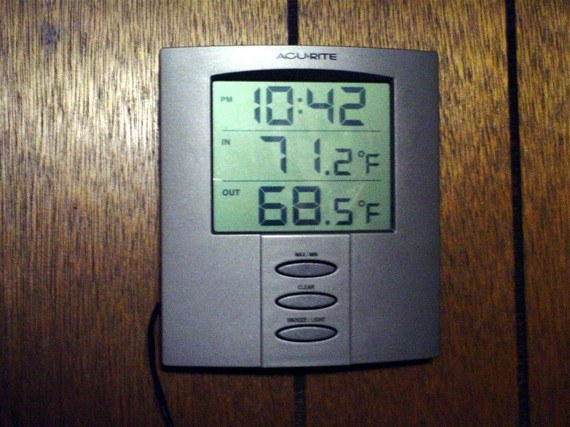2015-03-19-1426770594-9201549-thermostat.jpg