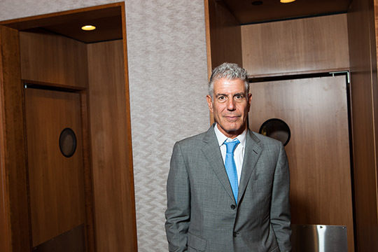 2015-03-21-1426952353-7413965-AnthonyBourdain_EWBH_029.jpg