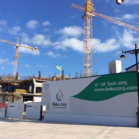 2015-03-23-1427120045-8431016-Baku2015buildingsite.jpg