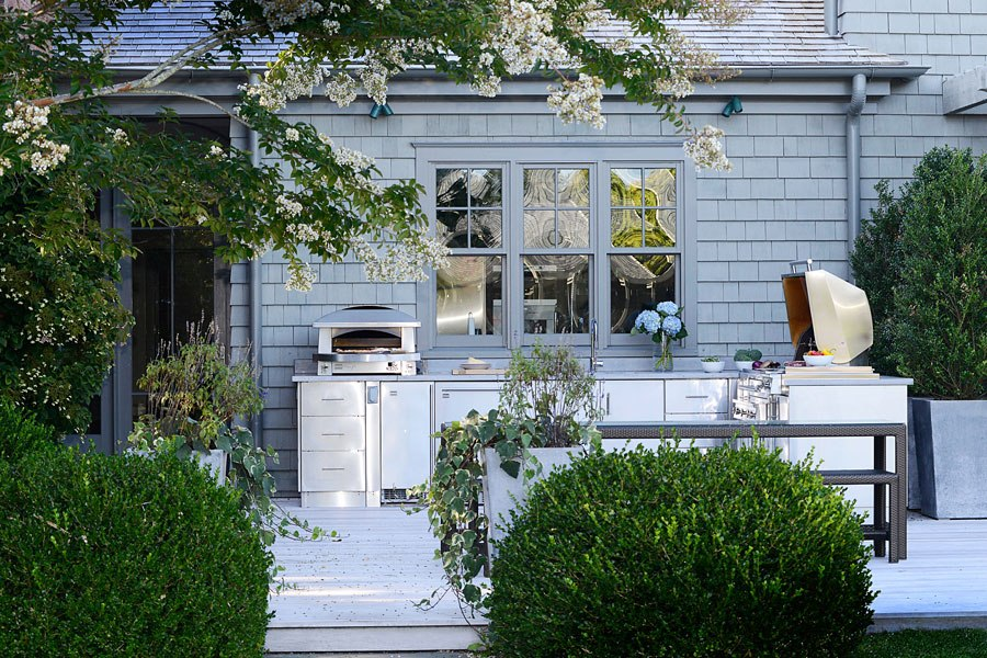 Secrets to designing the ultimate outdoor kitchen huffpost for Outdoor garden kitchen designs